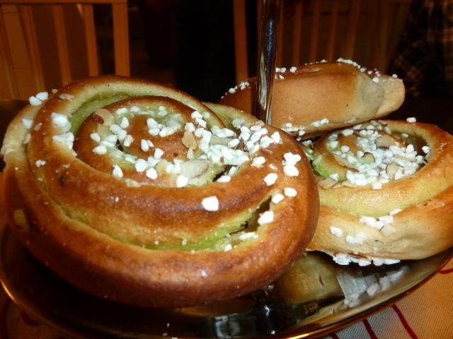 Pisctachio buns and cinnamon buns