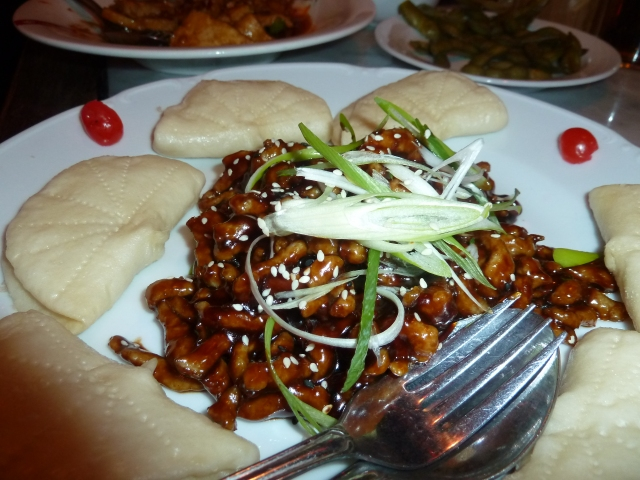 Hoi sin pork with steamed buns and spring onions