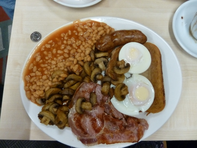 Full English: sausage, 2 bacon, 2 eggs, beans, mushrooms and fried bread. (10p included for scale)
