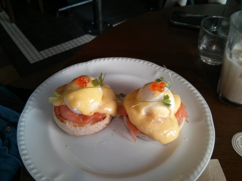 Poached eggs with smoked salmon (£9.50)