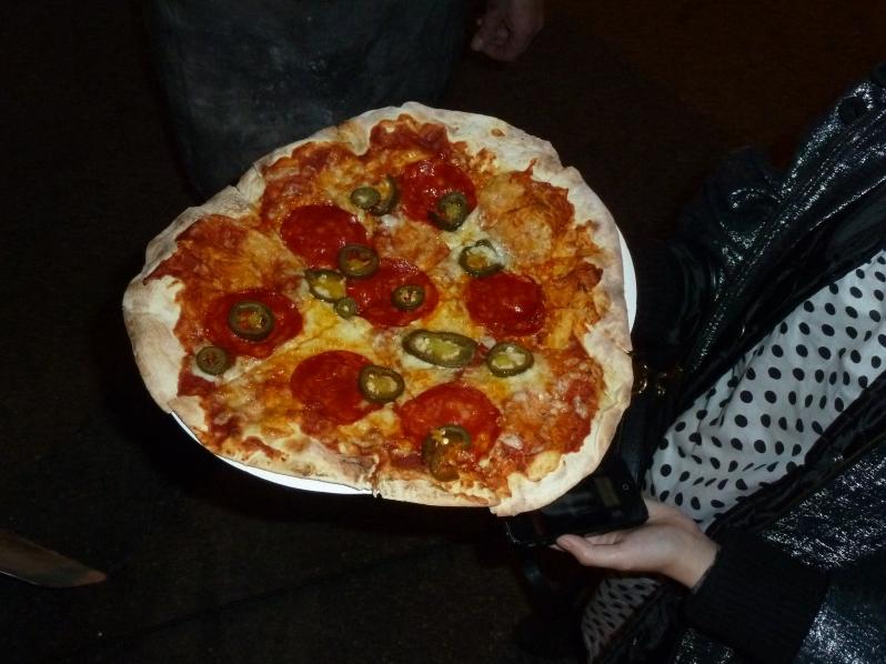 TADAH! Chorizo and jalapeno pizza. Om nom nom.