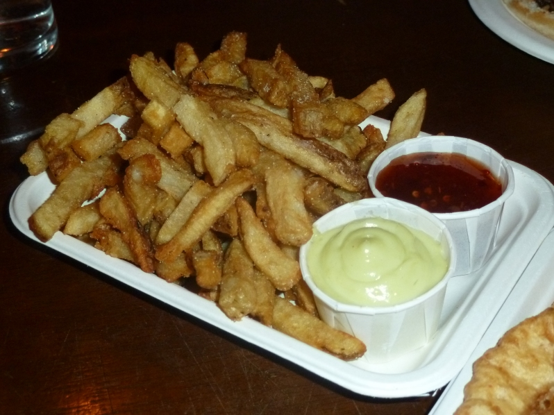 Chips with sweet chilli and wasabi mayonnaise