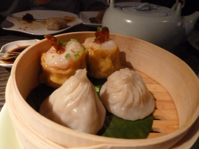 Prawn shui mai and Shanghai siew long bun