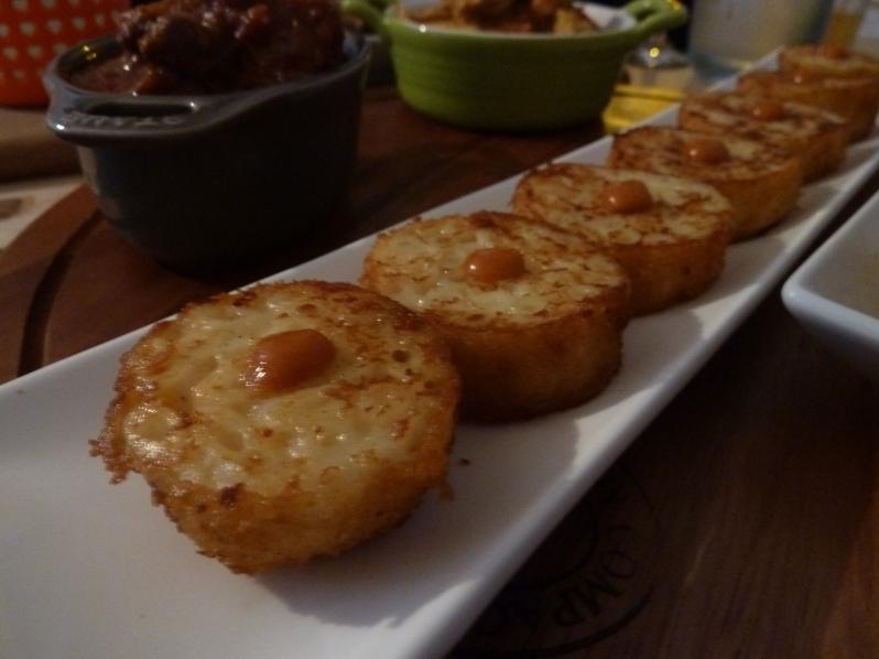 Mac 'n cheese sushi style